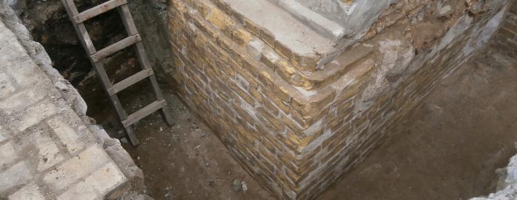 Улаштування глиняного замку