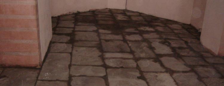 Інтер'єр церкви. боковий приділ. Улаштування підлоги з плит пісковика
